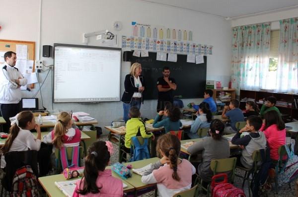 Niños y niñas de 4º de Primaria del Colegio Ave María Varadero aprenden a actuar en caso de emergencia, incendio o catástrofe natural