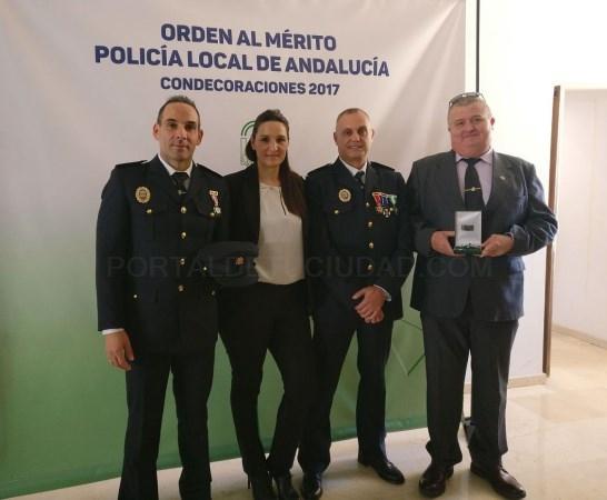 MARíA ÁNGELES ESCáMEZ FELICITA A LOS AGENTES DE LA POLICíA LOCAL DE MOTRIL RECONOCIDOS CON LA ORDEN AL MéRITO DE LA POLICíA LOCAL DE ANDALUCíA