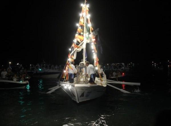 Almuñécar puso el broche apoteósico a sus fiestas patronales con la procesión marítimo-terrestre y los fuegos artificiales