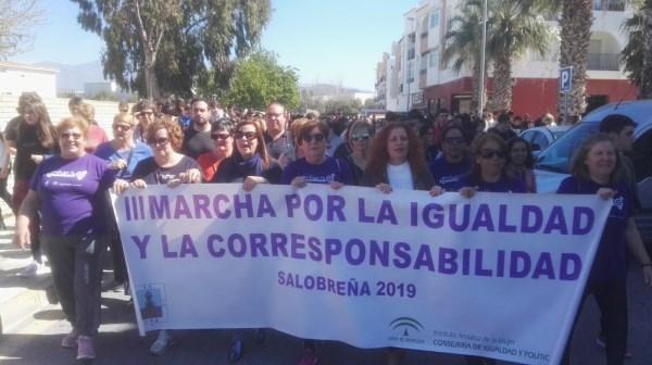 UNA MARCHA REIVINDICATIVA Y FESTIVA CLAMA EN SALOBREñA POR UNA SOCIEDAD IGUALITARIA ENTRE MUJERES Y HOMBRES