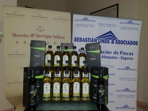 La empresa motrileña Sebastián Linde y Asociados ha donado un gran lote de aceite de oliva virgen extra a la familia de la pequeña Jimena Estévez