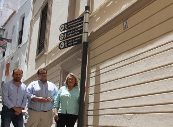 La nueva señalización turística de Almuñécar llega al Barrio de San Miguel