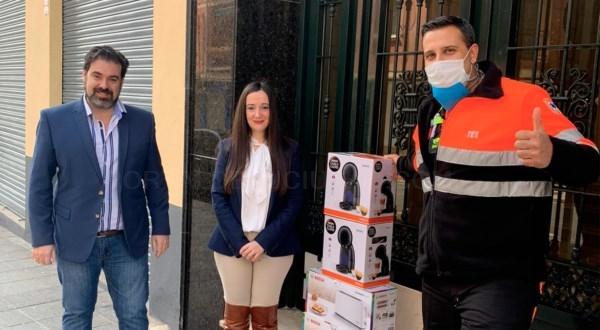 Administración de Fincas Sebastián Linde y Asociados C.B dona cafeteras al hospital