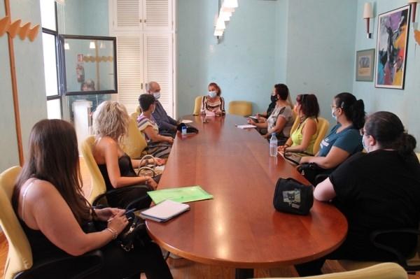 El Ayuntamiento de Salobreña se vuelve a reunir con los padres y madres de los escolares para conocer su percepción de las primeras semanas del curso