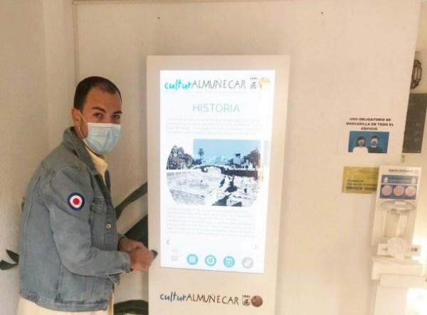 El Ayuntamiento de Almuñécar difunde la actividad cultural a golpe de dedo