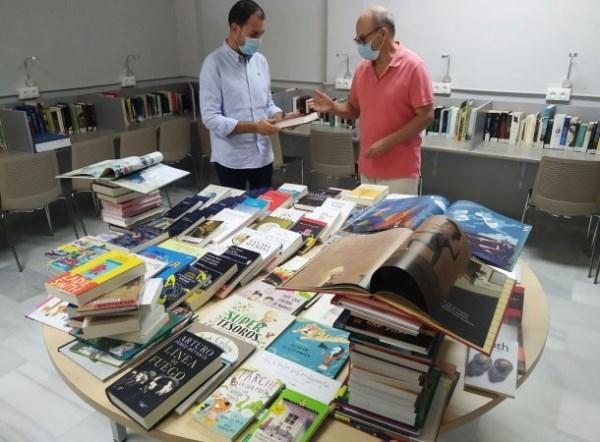 La Biblioteca Municipal de Almuñécar y La Herradura mejoran sus fondos bibliográficos con casi 400 nuevos ejemplares