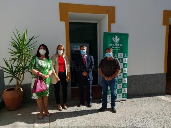 Los vecinos de Gualchos ya cuentan con un cajero para sus gestiones bancarias