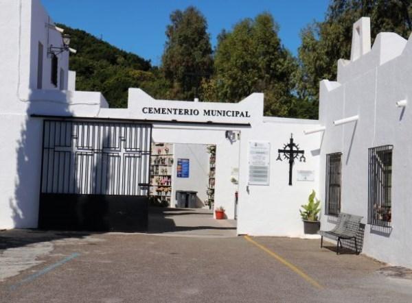 Los cementerios de Almuñécar y La Herradura adaptan el horario de cierre con motivo del Día de los Santos a las restricciones de movilidad