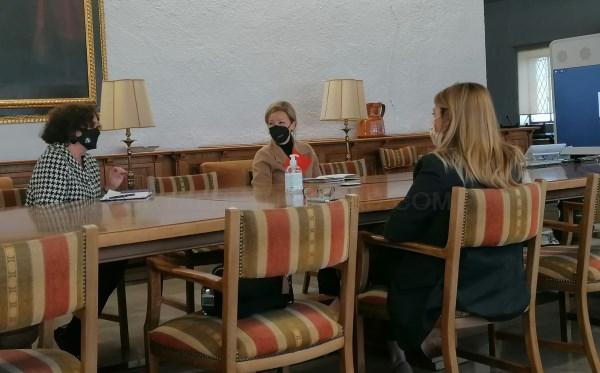 """Ciudadanos destaca la """"complicidad y la fluida relación"""" entre la UGR y la Consejería naranja de Transformación Económica y Universidades"""