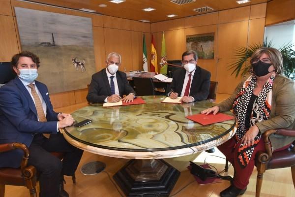 Diputación acuerda con las cooperativas  impulsar de forma conjunta la industria agroalimentaria granadina