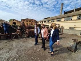 La limpieza intensiva del entorno al aire libre de la Fábrica del Pilar engrandece el inicio de su rehabilitación