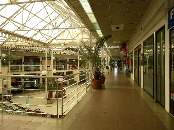 De tiendas en Las Rozas, centro comercial en El Cantizal,