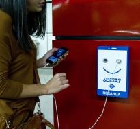 Metro de Madrid instalará más de 2.200 cargadores de dispositivos móviles.