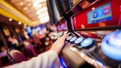 La Comunidad de Madrid exigirá reforzar los controles de acceso en los salones de juego y locales específicos de apuestas de la región.