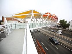 Abierta la pasarela sobre la A-6 que comunica La Marazuela y la estación de Las Rozas con la plaza de Madrid.