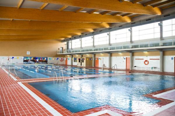 La piscina cubierta municipal de nuevo abierta al p blico for Piscina cubierta tomares