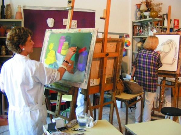 """El Ayuntamiento ha puesto en marcha la exposición """"Mujeres en el Arte"""", con motivo del Día Internacional de la Mujer Trabajadora."""