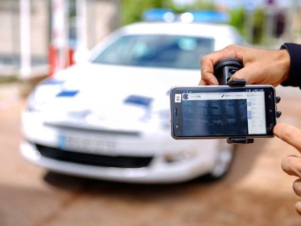 La Policía Local se dota de escáneres lectores de matrículas del tamaño de un móvil,para detectar infracciones y vehículos sustraídos.