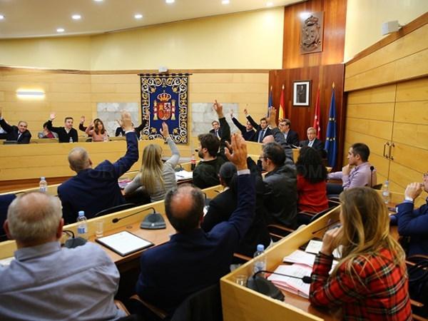 El Pleno Municipal aprueba la bajada de impuestos presentada por el gobierno de Las Rozas.