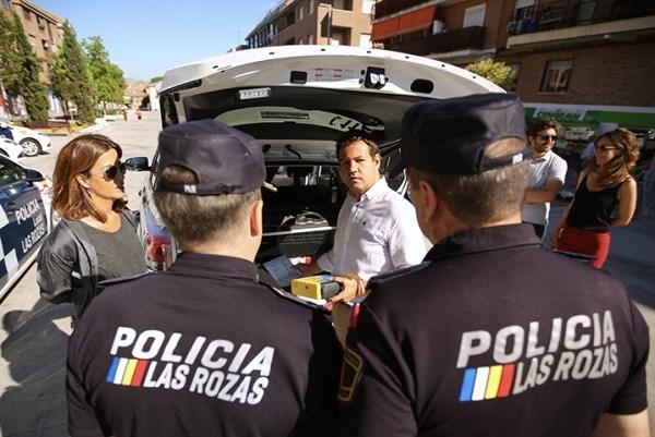 El Ayuntamiento presenta los once nuevos vehículos que se incorporan a la flota de la Policía Local.