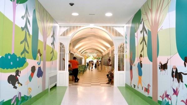 El Hospital Niño Jesús presenta su nueva decoración recreando el ambiente del parque de El Retiro.