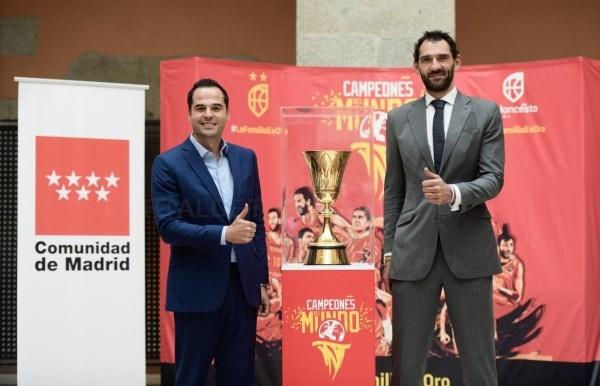 La Copa del Mundo de Baloncesto se exhibe en la Real Casa de Correos desde hoy hasta el próximo jueves