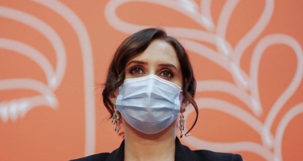 Díaz Ayuso defiende en Barcelona a empresarios, las familias, el español y la libertad educativa