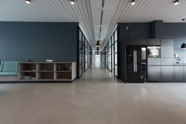 Compacto fenólico para baños y aseos en oficinas