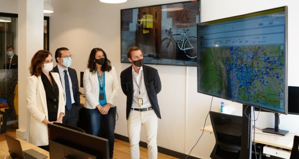 Díaz Ayuso inaugura el nuevo centro tecnológico de Glovo en Madrid