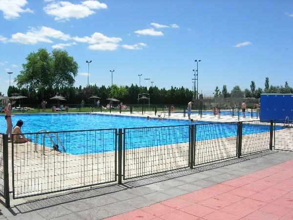Illescas abierta la temporada de verano en la piscina for Piscinas abiertas en sevilla