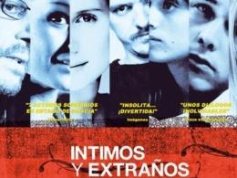 INTIMOS Y EXTRAñOS