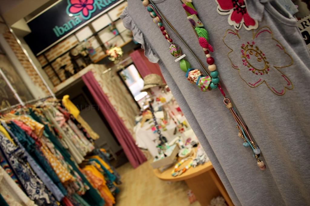 Accesorios,paraguas, colgantes, anillos, bisutería,precio en ropa de moda