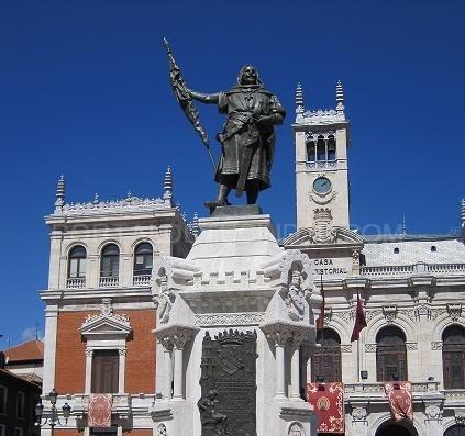 Monumento al Conde Ansúrez, en la plaza Mayor de Valladolid (España).