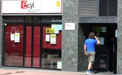 El desempleo baja en 4.431 personas en abril y deja la cifra de Castilla y León en 155.616