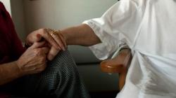 Los enfermos terminales tendrán atención social y sanitaria en su casa «hasta el final»