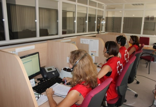CAMPAñA 'OLA DE CALOR' CRUZ ROJA REALIZA UN SEGUIMIENTO TELEFóNICO A MáS DE 800 PERSONAS MAYORES DE LA PROVINCIA PARA PREVENIR LOS EFECTOS DE LAS ALTA