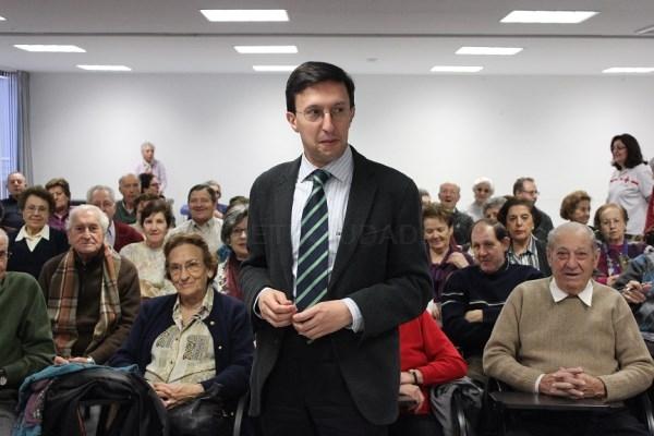 EL HISTORIADOR JAVIER BURRIEZA ACERCA LA SEMANA SANTA AL ESPACIO MAYORES DE CRUZ ROJA