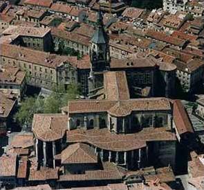 Vista aérea de la Catedral de Santa María en Vitoria-Gasteiz