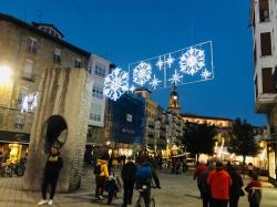 Las luces de Navidad ya ambientan las calles vitorianas