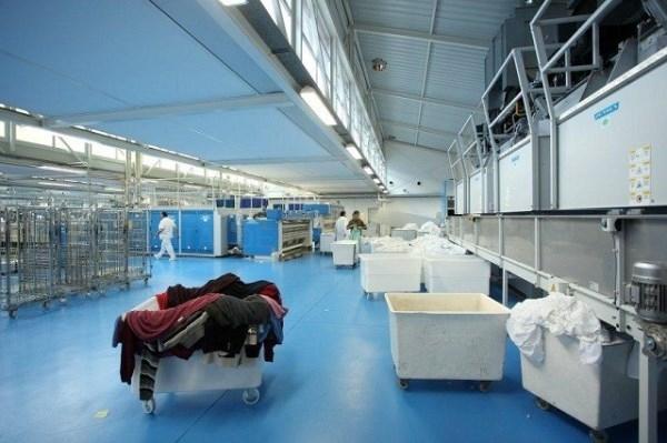 El centro especial de empleo Indesa prestará el servicio de lavandería al Hospital Alto Deba