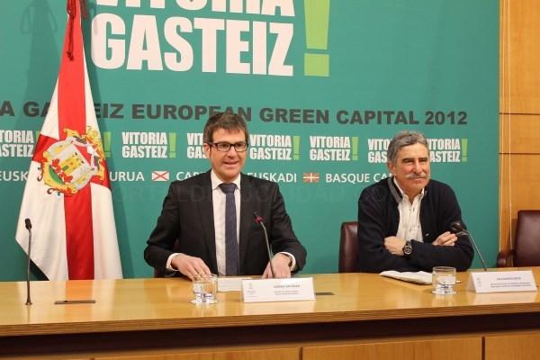GORKA URTARAN Y LUIS ANDRéS ORIVE EN AL PRESENTACIóN DEL PROGRAMA DEL 25 ANIVERSARIO DEL ANILLO VERDE /ARGAZKIA VITORIA-GASTEIZ.ORG