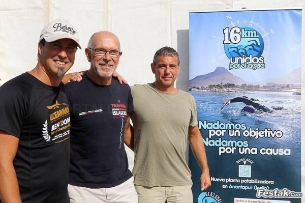Tres alaveses afrontan el reto deportivo y solidario de cruzar a nado el estrecho de Gibraltar