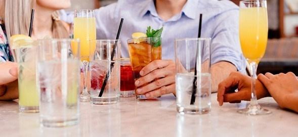 El cóctel de empresa, un escenario idóneo para establecer relaciones laborales