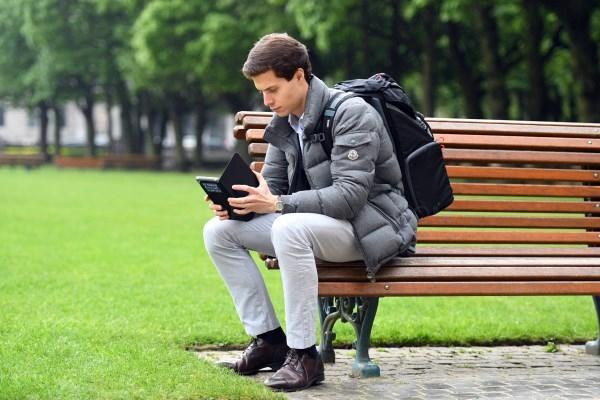 La mitad de la juventud vasca lo primero que hace al levantarse y antes de acostarse es conectarse a las redes sociales