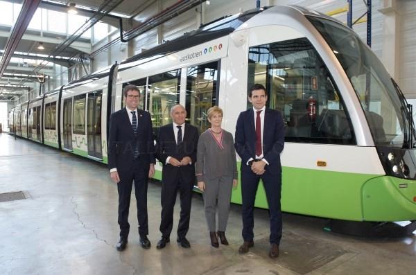 """Ya está lista la primera unidad de los nuevos tranvías """"extralargos"""""""