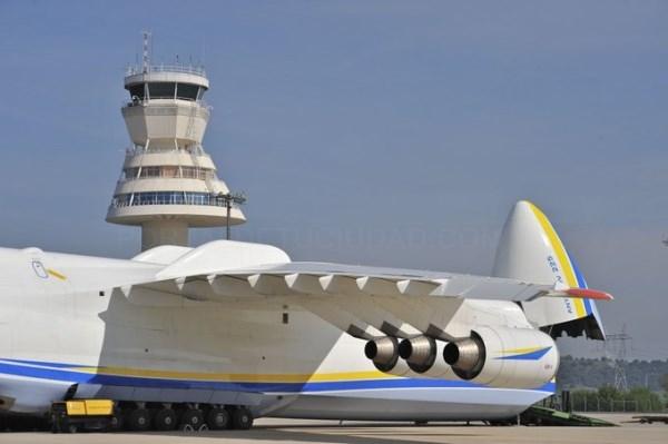 El aeropuerto de Foronda sigue creciendo en tráfico de pasajeros y mercancías