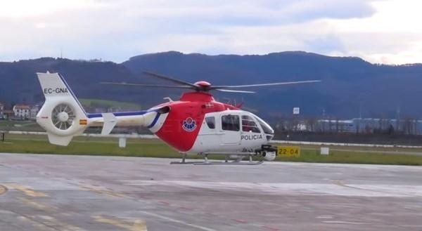 Helicóptero de la Ertzaintza rescata a una ciclista accidentada en el Alto de Gereño