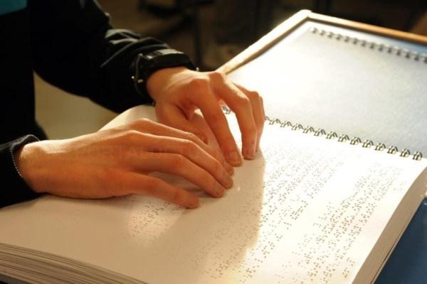 La ONCE lanza una amplia oferta cultural, educativa y de ocio accesible para las personas ciegas