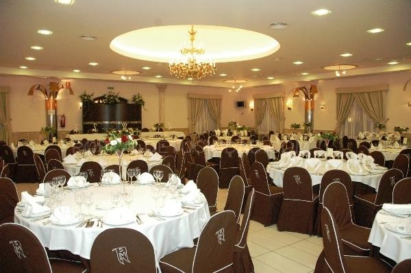 Salón de boda con gran capacidad de comensales, ceremonia civil, celebraciones de cumpleaños