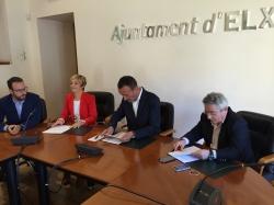 El Ayuntamiento firma dos convenios con AVECAL para la promoción e innovación de la industria del calzado